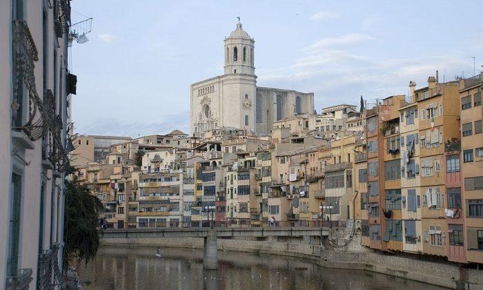 1024px-Girona.onyar.catedral2crop